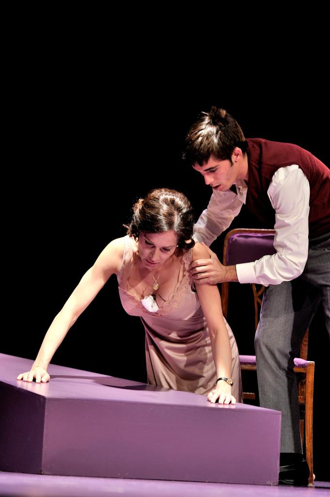 Natalia Millán durante la representación de 'Cinco horas con Mario' en Valladolid
