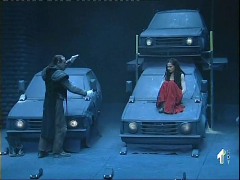 """Juan Gea y Natalia Millán en un escena de """"El cementerio de automóviles"""""""
